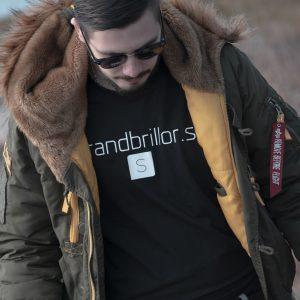 Schyssta solglasögon och t-shirt från Strandbrillor.se