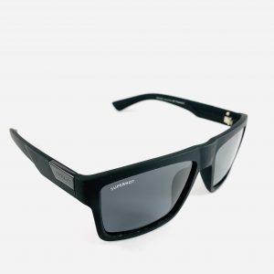 Superhot solglasögon med bred båge och grått glas