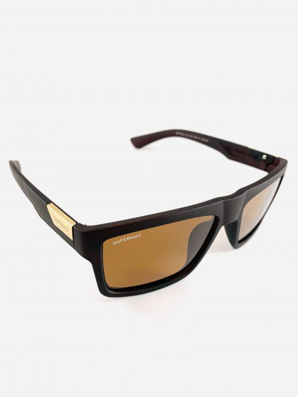 Superhot solglasögon med bred båge och guldfärgat glas