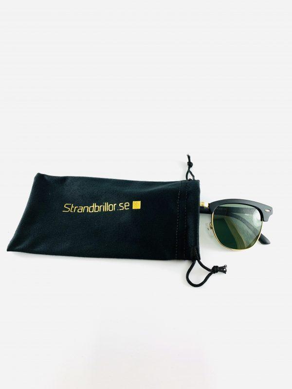 Solglasögon i svart och guld med förvaring