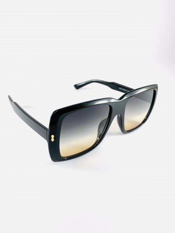 Svarta solglasögon i större modell