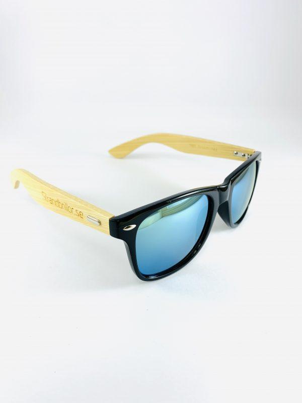 Solglasögon med träbågar och blått glas