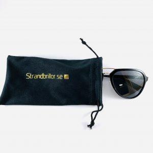 Solglasögon med stiliga pilotbågar och förvaringspåse