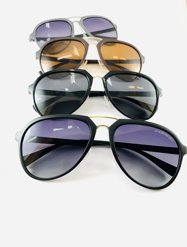 Solglasögon med stiliga pilotbågar i olika varianter