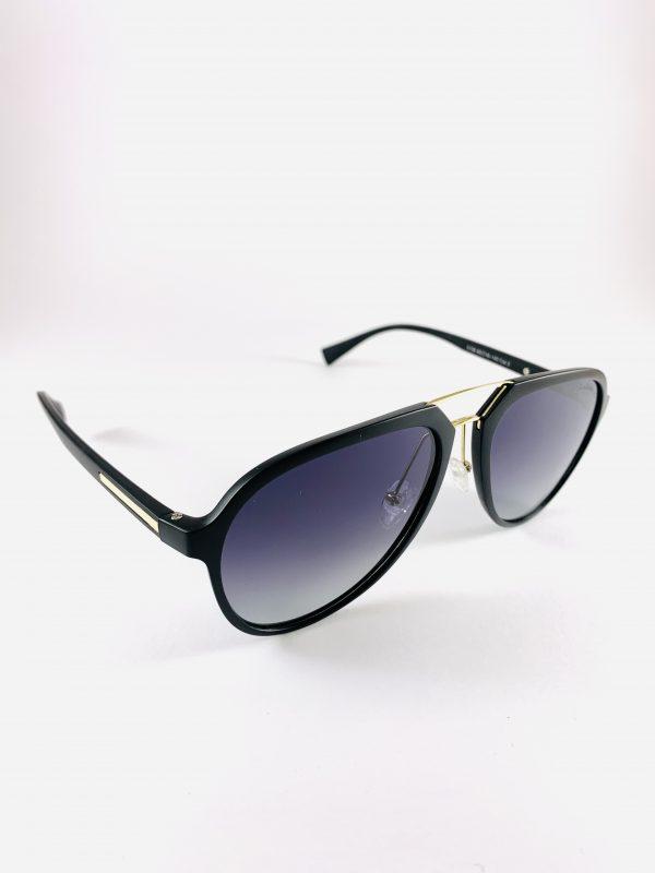 Solglasögon med stiliga pilotbågar och mörkt glas