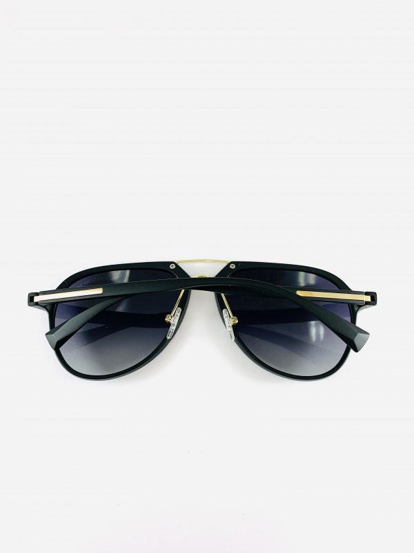 Solglasögon med stiliga pilotbågar i mattsvart