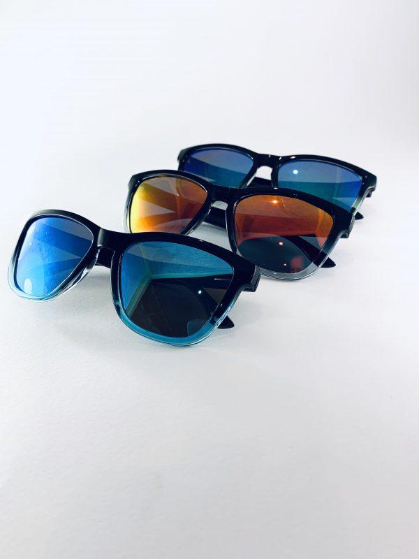 Tre par solglasögon i olika färg
